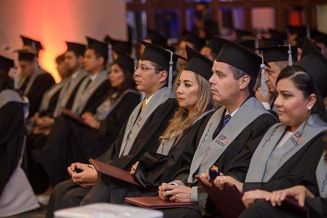 ESPAE graduó a 114 Magísteres