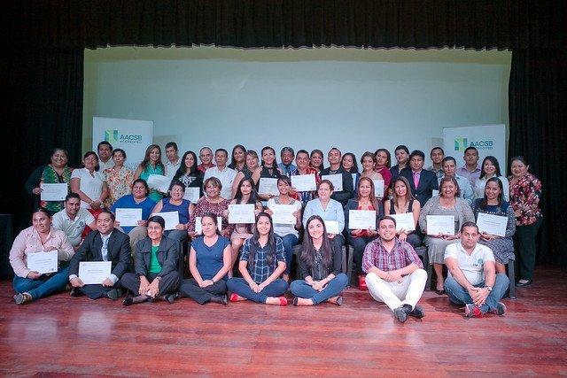 Proyecto del staff de ESPAE capacita a 33 microempresarios vecinos del Campus Las Peñas